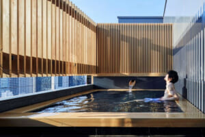 由縁新宿の露天風呂