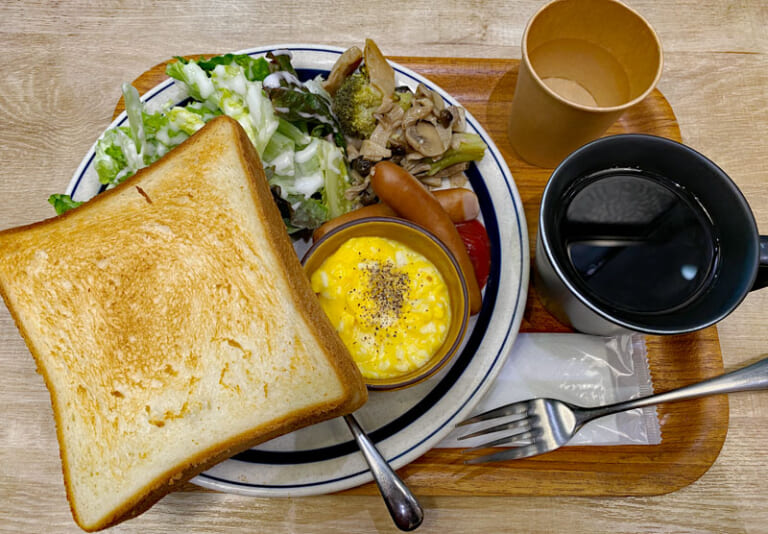 HUMMING MEAL MARKET COFFEE & BARのトーストセット(550円)